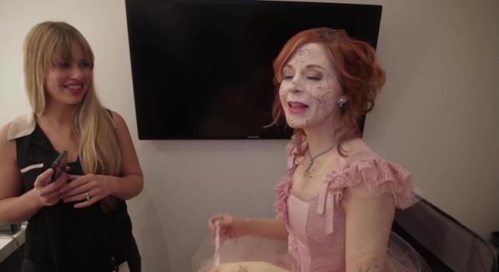 Lindsey-Stirling-Shatter-Me-Behind-the-scenes-make-up-girl